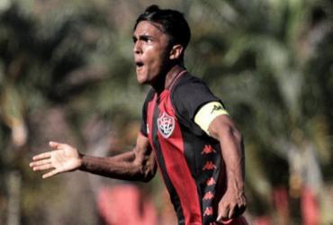 Volante do Vitória, Figueiredo é diagnosticado com Covid-19 | Letícia Martins | E.C.Vitória