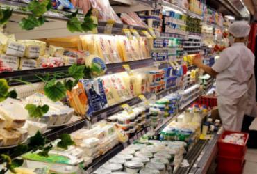 Confiança do consumidor sobe 1,4 pontos em agosto, diz FGV