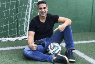 Gustavo Villani substitui Tiago Leifert na narração do Fifa 21   Reprodução
