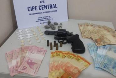 Homem morre em confronto com a polícia e drogas são apreendidas em Jequié