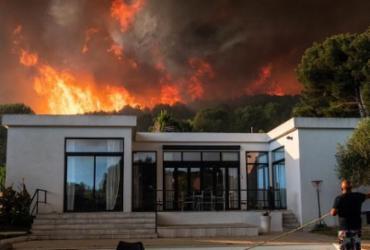 Incêndio no sul da França provoca evacuação de 2.700 pessoas | Xavier LEOTY | AFP