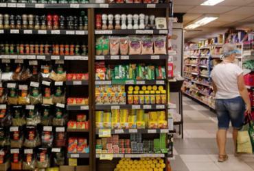 Indústria de alimentos e bebidas cresce 0,8% no primeiro semestre   Tânia Rêgo   Agência Brasil