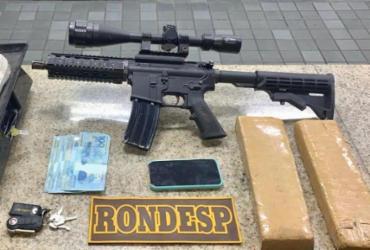 Líder de facção criminosa é preso com fuzil, drogas e dinheiro no Cassange   Divulgação   SSP