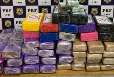 Casal é preso transportando maconha, cocaína e R$ 30 mil em carro