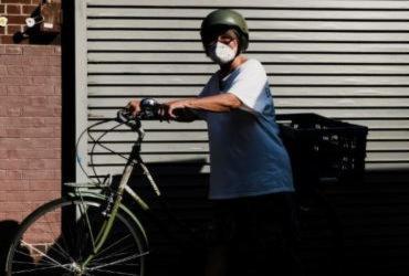 Máscaras cirúrgicas são eficazes para conter a Covid-19; lenços não, aponta estudo | Nelson Jr. | SCO