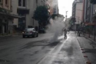 Fumaça assusta motoristas e interdita faixa da Av. Miguel Calmon   Divugação   Transalvador