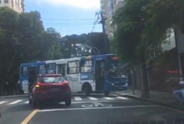 Ônibus tem falha mecânica e bloqueia trânsito na Graça   Cidadão Repórter