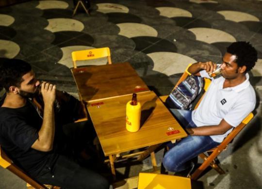 Bares e salões de beleza retomam atividades na capital baiana com movimento ainda tímido | Felipe Iruatã | Ag. A TARDE