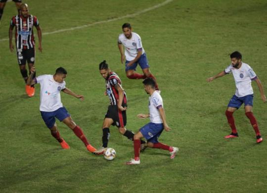 Bahia esbarra na defesa do Atlético-BA e placar não sai do zero   Adilton Venegeroles   Ag. A TARDE