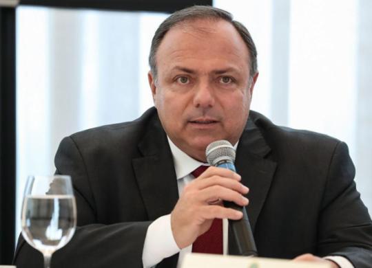 Senado convoca Pazuello a explicar testes para Covid-19 não distribuídos à rede pública | Marcos Corrêa | PR