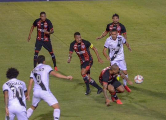 Leão empata no fim contra a Ponte Preta e dorme no G4 | PontePress/ÁlvaroJr