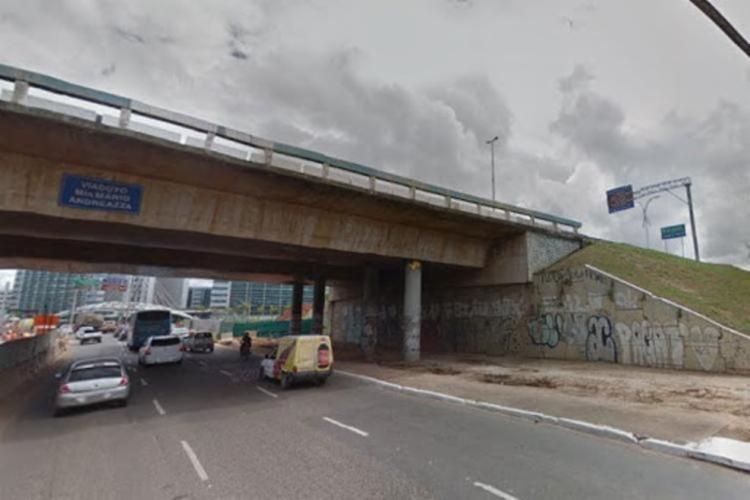 Acidente ocorreu embaixo do viaduto Mário Andreazza, trecho que liga o bairro de São Cristóvão com a Avenida Luis Viana Filho   Foto: Reprodução   Google Maps - Foto: Reprodução   Google Maps