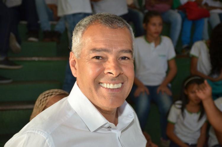 Prefeito estaria se utilizando da máquina pública para se promover politicamente   Foto: Divulgação - Foto: Divulgação