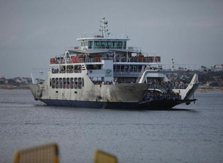 Travessia opera desde às 5h da manhã e possui seis embarcações em tráfego - Foto: Felipe Iruatã | Ag. A TARDE