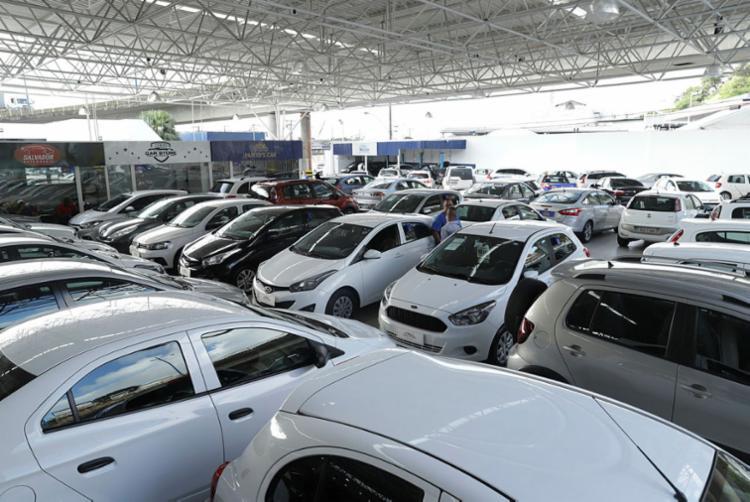 Demanda alta no Auto Shopping Rodrigues, que adota novas estratégias para repor o estoque   Foto: Uendel Galter   Ag. A TARDE - Foto: Uendel Galter   Ag. A TARDE