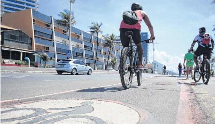 Ciclovia na orla de Salvador   Foto: Joá Souza   Ag. A TARDE   Arquivo - Foto: Joá Souza   Ag. A TARDE   Arquivo