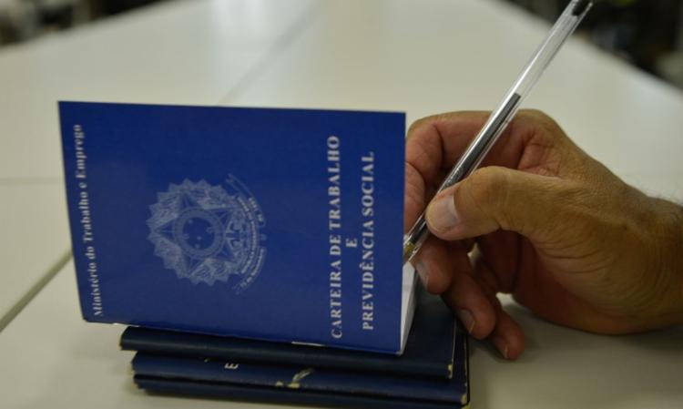 Essa foi a primeira vez em cinco meses que houve criação de empregos | Foto: Marcello Casal Jr. | Agência Brasil - Foto: Marcello Casal Jr. | Agência Brasil