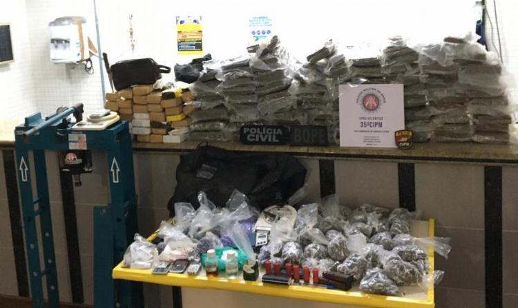 Drogas foram encontradas dentro de casa em Campinas de Pirajá   Foto: Divulgação   SSP - Foto: Divulgação   SSP