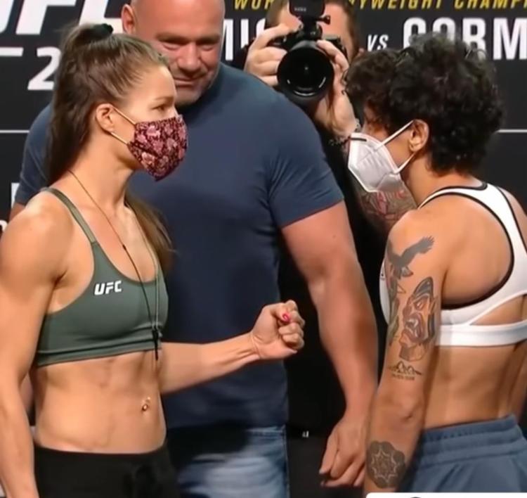 Baiana Virna Jandiroba (esq) enfrenta Felice Herring, pelo card preliminar | Foto: Reprodução | UFC
