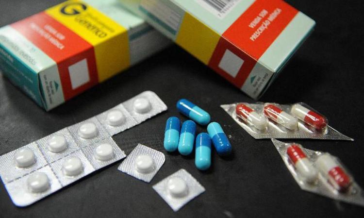 De acordo com a Secretaria de Saúde do Estado (Sesab), medicamentos para tratamento de doenças graves como o câncer, HIV, diabetes, alzheimer entre outros, se encontram com estoque zerado no estado - Foto: Arquivo | Agência Brasil