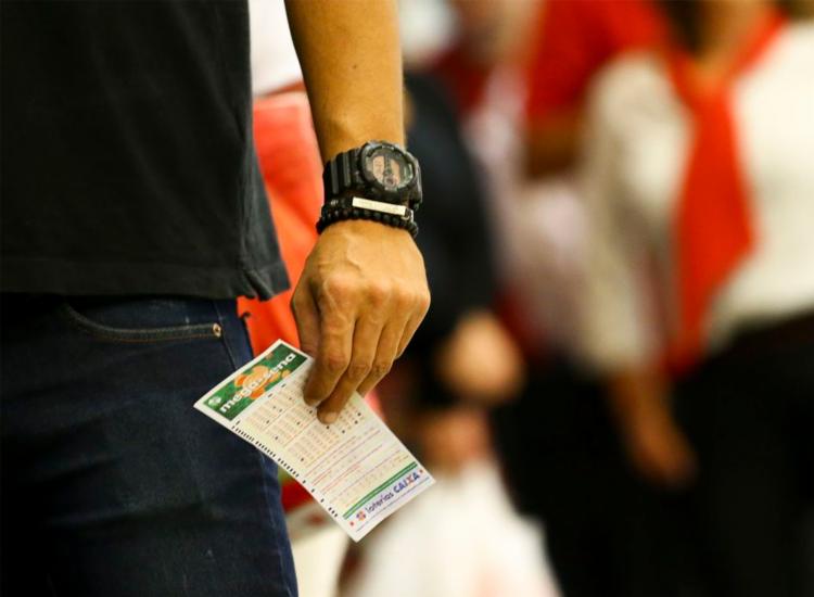 Apostas podem ser feitas até as 19h nas lotéricas de todo o país | Foto: Marcello Camargo | Agência Brasil - Foto: Marcello Camargo | Agência Brasil