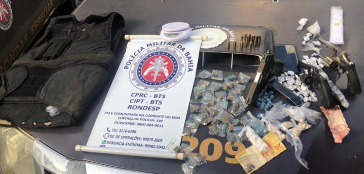 Armas, munições, colete balístico e entorpecentes foram apreendidos na ação   Foto: Divulgação   SSP - Foto: Divulgação   SSP