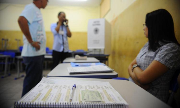 Mesário que não justificar a ausência poderá pagar multa, que varia de 50% a um salário mínimo   Foto: Tânia Rêgo   Agência Brasil - Foto: Tânia Rêgo   Agência Brasil