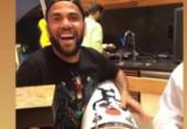 Daniel Alves é defendido pelo São Paulo após aparecer tocando instrumento com braço lesionado | Foto: Reprodução | Instagram