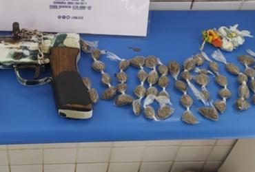 Homem é preso com metralhadora e rádios comunicadores em Alagoinhas