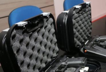 Policiais civis recebem novas pistolas e coletes; investimento é de R$ 21 milhões | SSP-BA | Alberto Maraux