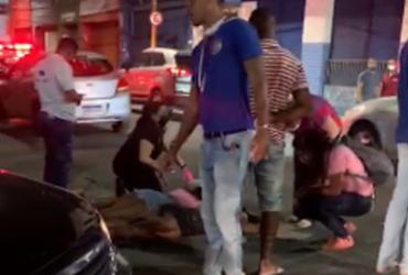 Meninas estariam bêbadas quando atravessaram a rua e foram atropeladas | Foto: Cidadão Repórter | via WhatsApp - Cidadão Repórter | via WhatsApp