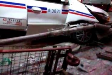 Táxi invade ponto de ônibus na Avenida ACM e deixa quatro feridos | Foto: Reprodução | Redes Sociais