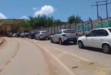 Motoristas denunciam transtornos causados por obra em condomínio de luxo em Salvador   Reprodução