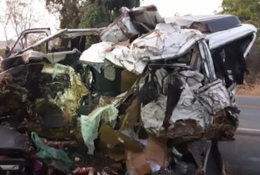Batida entre caminhão e van deixa 12 mortos e um ferido em MG | Divulgação | PRF