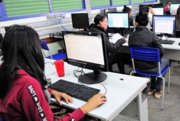 Brasil tem menos de 1 computador para 4 alunos de 15 anos |
