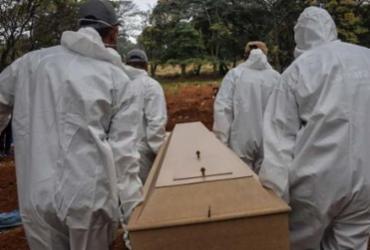 Veja o percurso da Covid-19 até o milhão de mortos | AFP