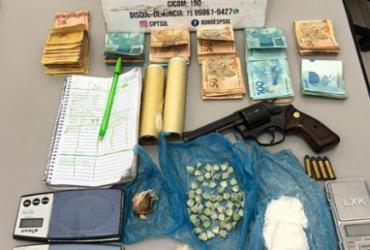 Homens são presos em residência com drogas, armas e R$ 9 mil em Trancoso