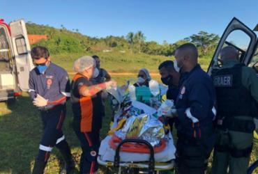 Homem é resgatado pelo Graer após acidente entre carro e moto em Itaparica