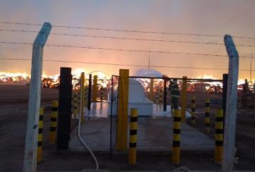 Incêndio de grandes proporções atinge armazém de algodão no oeste da Bahia