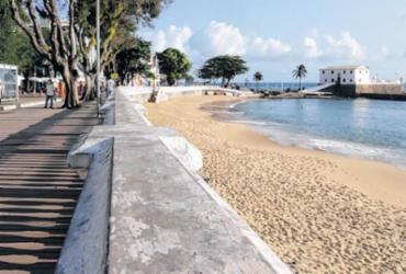 Um olhar sobre a icônica praia de Salvador que evoca tempos sadios de convivência e aglomeração | Adilton Venegeroles | Ag. A TARDE