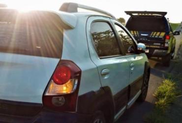 Homem é preso com carro roubado na BR-324