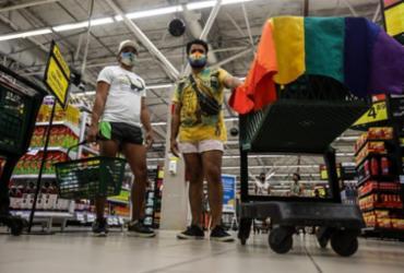 Manifestantes pedem respeito a diversidade em ato no Big Bompreço de Itapuã   Felipe Iruatã   Ag. A TARDE