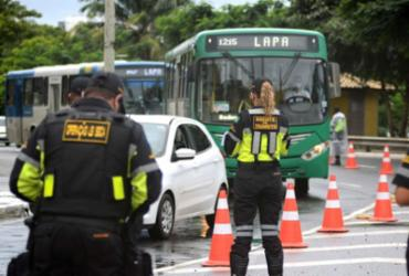 Mais de 30 CNHs são retidas na volta das blitze da Lei Seca   Divulgação   Transalvador