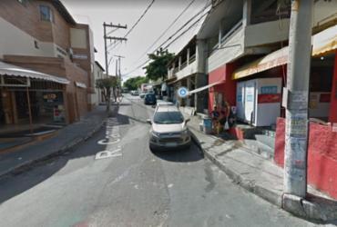 Trânsito é alterado em rua no bairro de Itapuã   Reprodução   Transalvador