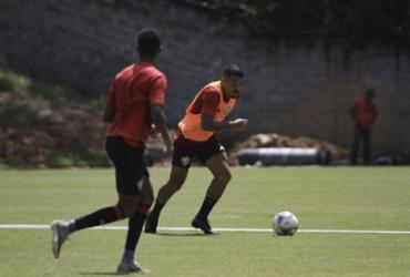 Elenco do Vitória ajusta a pontaria em treino na Toca | Letícia Martins | ECVitória