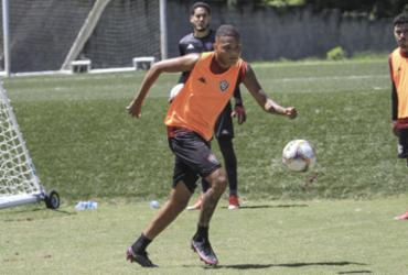 Vitória trabalha chutes a gol na preparação contra o Oeste | Letícia Martins | ECVitória