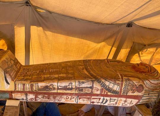 Arqueólogos encontram 14 sarcófagos de 2.500 anos no Egito | Egyptian Ministry of Antiquities | AFP