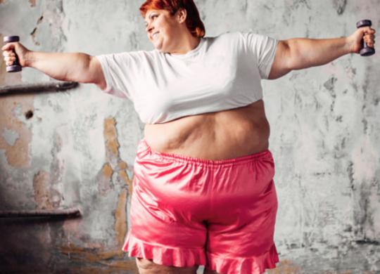 Especialistas explicam porque pessoas obesas estão no grupo de risco da Covid-19   Reprodução   Freepik