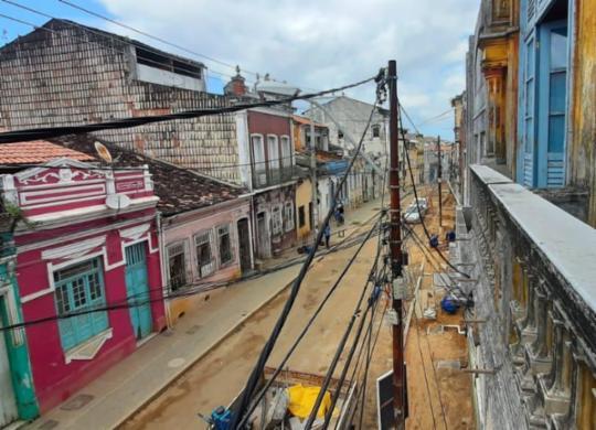 Criminosos vestidos de operários roubam fios em obra no Centro Histórico | Reprodução | Cidadão Repórter