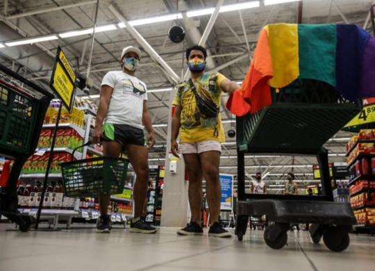Manifestantes pedem respeito a diversidade em ato no Big Bompreço de Itapuã | Felipe Iruatã | Ag. A TARDE